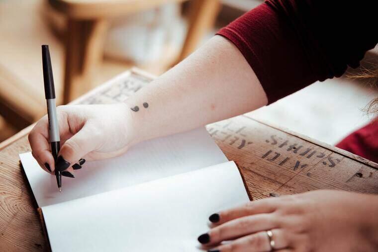 Poemas de varios temas y autores para disfrutar y compartir. Poemas de amor, amistad y de estilos literarios que te robarán el corazón y te enamorarás y encantarán a ti y a cualquier familiar o amigo.