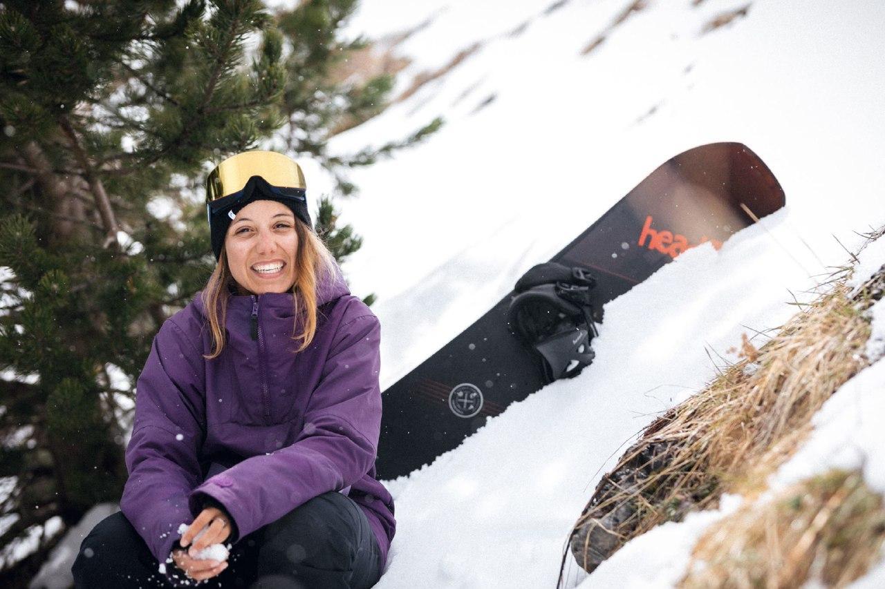 Núria Castan en una imatge a la neu i equipada per competir