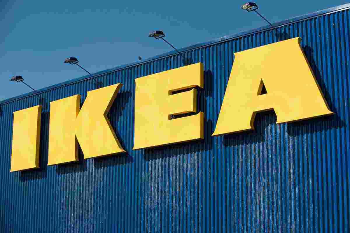 Logo de Ikea en uno de sus centros comerciales