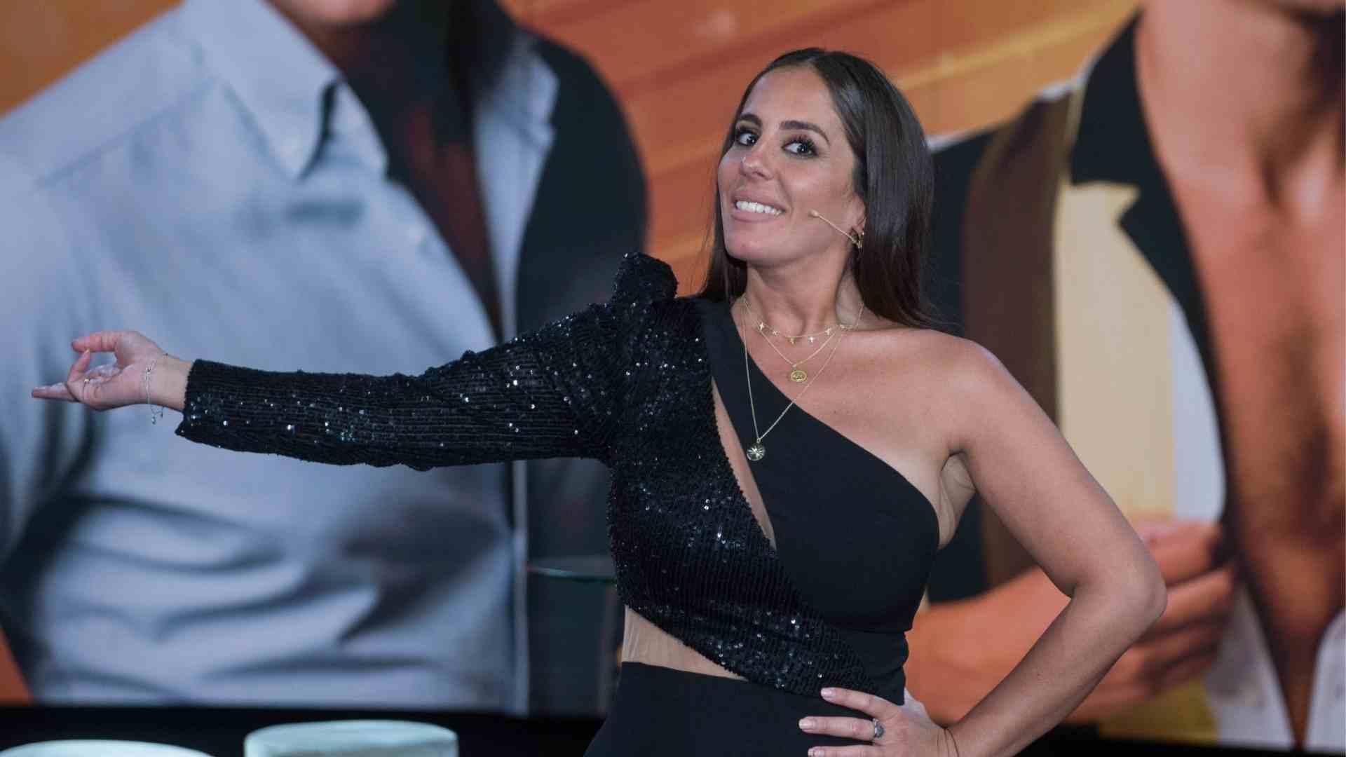 Anabel Pantoja en un plató de Telecinco