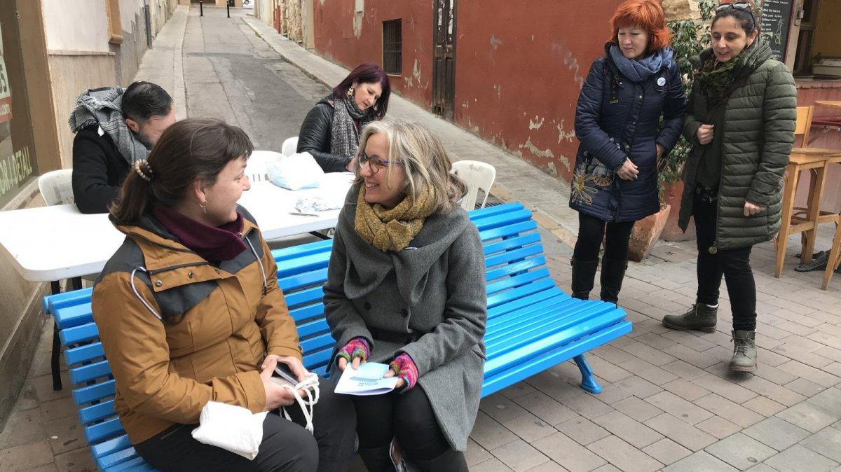 Una imatge del Banc Blau de Torredembarra, instal·lat a la plaça de la Font del municipi aquest dijous.